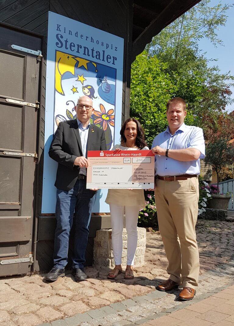 Übergabe des Spendenschecks durch den DGB Stadtverband Frankenthal an das Kinderhospiz Sterntaler in Dudenhofen