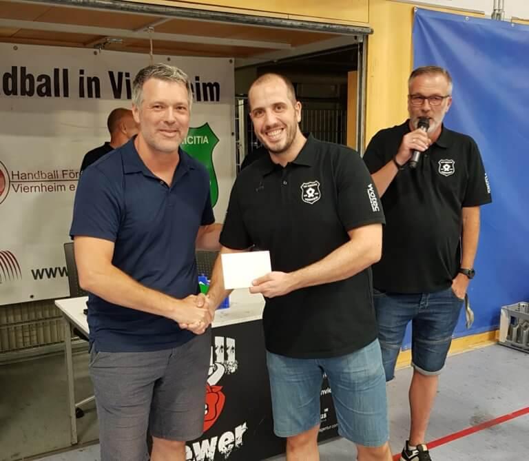 Viernheimer Handballabteilung gedenkt einem großen Sportler – Spende an Kinderhospiz Sterntaler e.V.