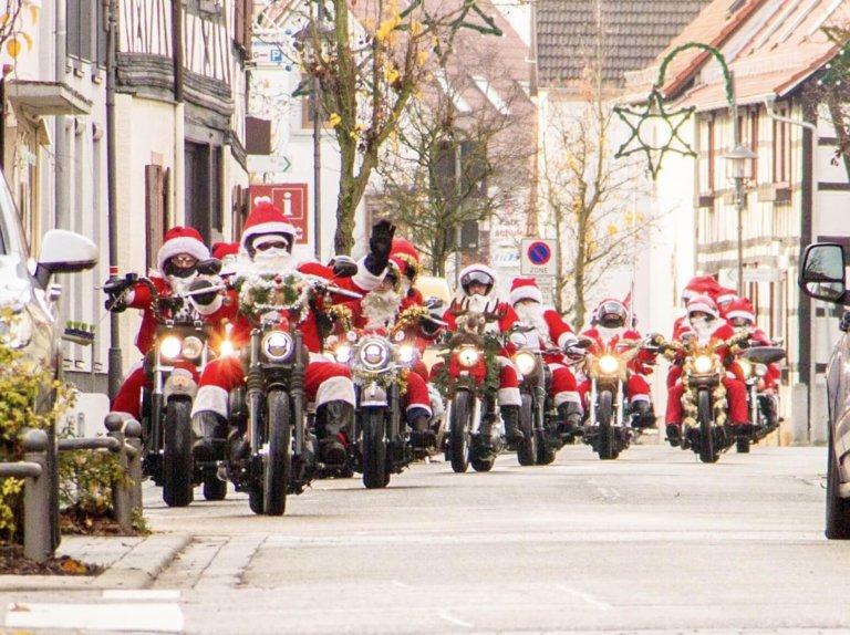 """On the Road again… Die großartigen """"Harley Santas""""!"""