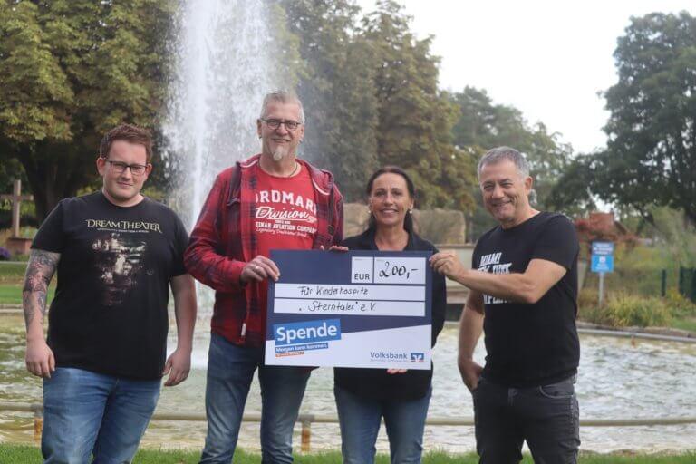 """MEUTE NEUSCHLOSS: Spende an Kinderhospiz Sterntaler dank """"Rock im Schlosshof"""" Peter Gutschalk mögli"""